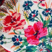 Coussin ovale canevas champêtre 1969
