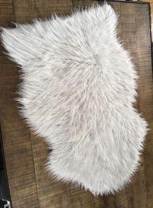 Tapis fourrure synthétique blanc