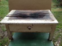 Table en bois brûlé