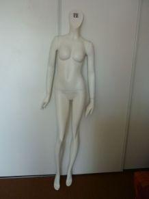 mannequin année 60 de vitrine femme buste bras et jambes