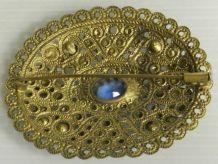 Broche vintage aux perles bleues