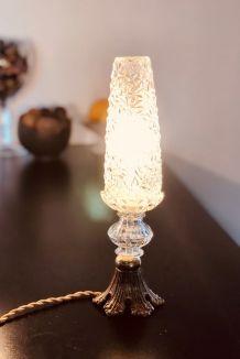 Lampe à poser 'Eiffel' à globe ciselé ancien