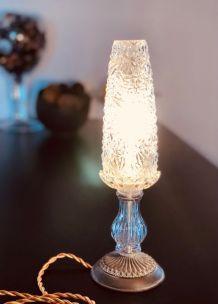 Lampe à poser à globe ciselé ancien