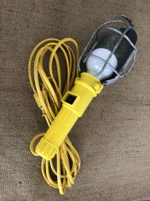 Baladeuse jaune, décoration industrielle