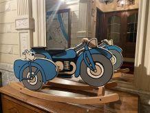 Chaise à bascule Tintin de Michel Aroutcheff