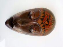 Masque ,taillé dans bois brut, peint