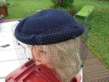 Chapeau voilette marine en laine feutrée