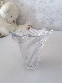 Grand vase spiralé en cristal de Vannes le Chatel