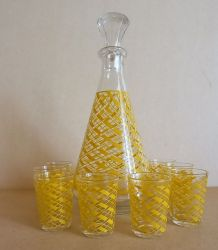Carafe et ses 8 verres à liqueur vintage