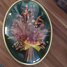 Cadre ovale avec fleurs