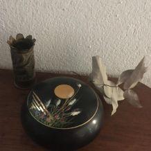Boîte ronde au décor japonisant.
