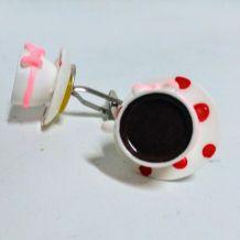 bouton de manchette tasse blanche de café