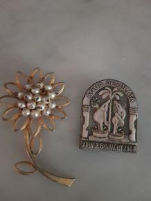 Lot de 2 broches vintage + 1 bracelet offert