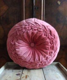 Joli coussin en velours rose
