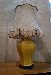 lampe asia socle bois  1970 abatjour  coton chiné avec perle