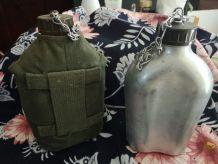 LOT 2 GOURDES Militaires dont une avec Housse kaki