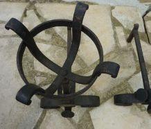 Anciens chenets landiers en fer forgé style médiéval