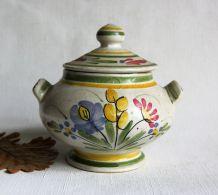 Bonbonnière Keraluc Quimper. Joli motif printanier.