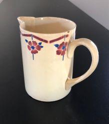 Pot à lait ou à eau, droit