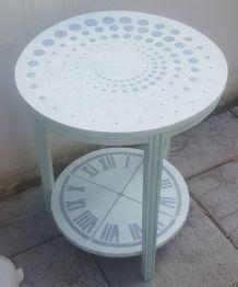Petite table d'appoint tripode art deco relookée.