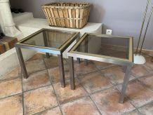 Paire de tables basses. 1970. Inox brossé et verre fumé.