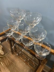 9 coupes à Champagne en verre gravé 1950