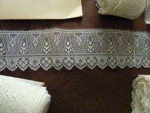 Fine dentelle ancienne 1900 fait main aux fuseaux (4,30 m x