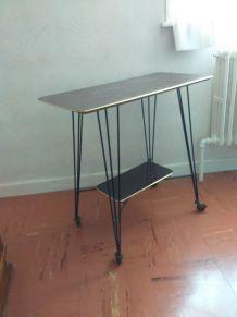 Table tv sur roulettes