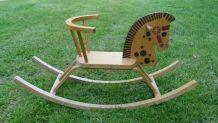 Cheval à bascule en bois vintage