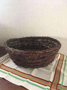 Corbeille ronde en bois de Chataignier.