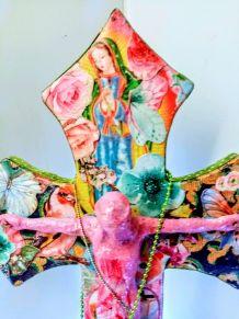 Croix de Jésus crucifix en bois style bohème, kitsch