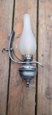 Applique fer forgé et globe verre poli allongé, 1960/70