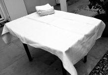 Nappe et 12 serviettes en coton damasse brodées