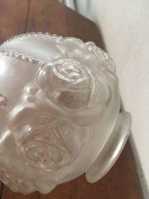 Globe en verre moulé style art déco.