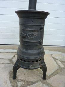 Ancien petit poêle à bois en fonte + tuyau et coude