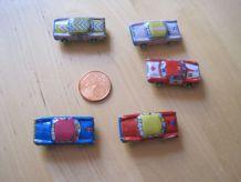 5 petites voitures en tôle et plastique anciennes