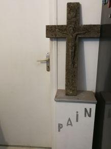 Croix represent '' JESUS sur la Croix