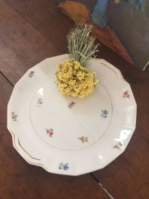 Plat à gâteaux à la porcelaine fleurie estampillé.