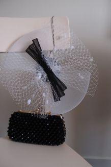 Bibi blanc  à nœud noir en crin et voilette