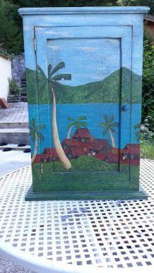 Petite armoire vintage peinte à la main