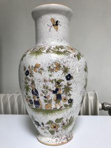vase en faience de Moustiers