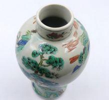Chine Vase à balustre à decor de personnage