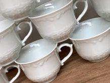 Set de 9 tasses en porcelaine blanche