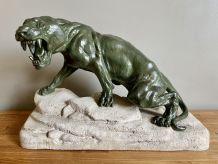 Grand bronze représentant un fauve rugissant