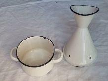 Inhalateur ancien émaillé VINTAGE blanc et bleu