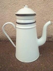 cafetière en acier émaillé , vintage