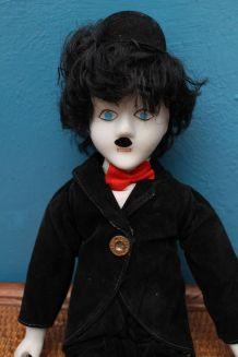 Poupée porcelaine charlot Charlie Chaplin clown