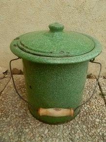 seau hygiènique , acier  émaillé  ,vert , vintage