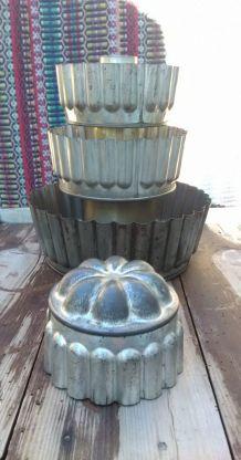 Anciens moules à gâteaux en fer blanc (patisserie)