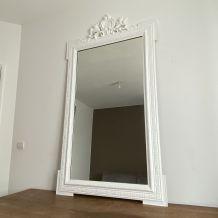 Miroir fin 19ème avec fronton décoré. 160x90.